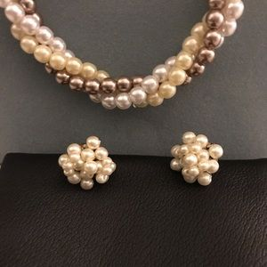 Jewelry - Nude multi color pearl necklace and earring set.